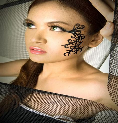 women face tattoo related keywords suggestions women