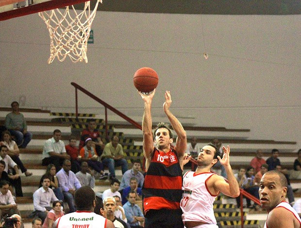 Duda basquete Flamengo Paulistano (Foto: Thiago Lavinas)