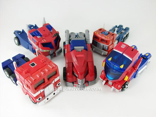 Transformers Cybertronian Optimus Prime Generations Deluxe vs Other Optimus - modo alterno