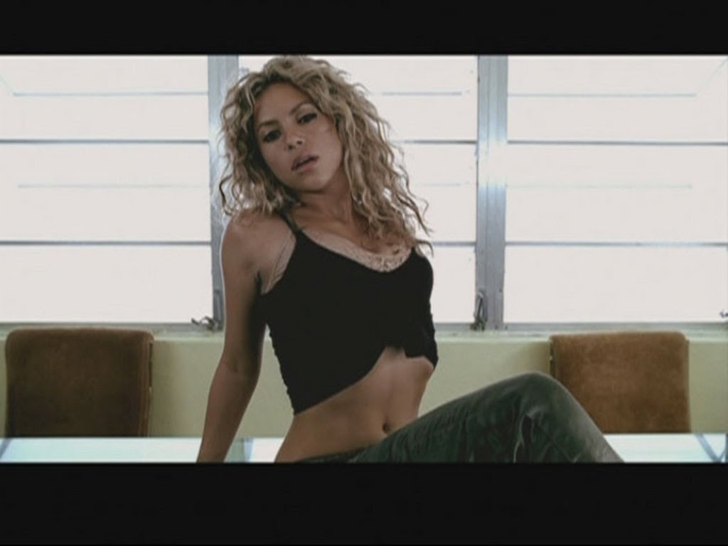 shakira breast - shakira photo