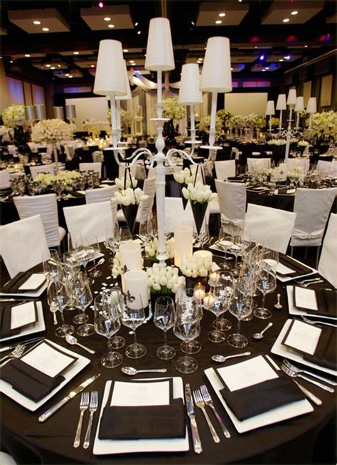 A Great Black and White Wedding Theme   Arabia Weddings