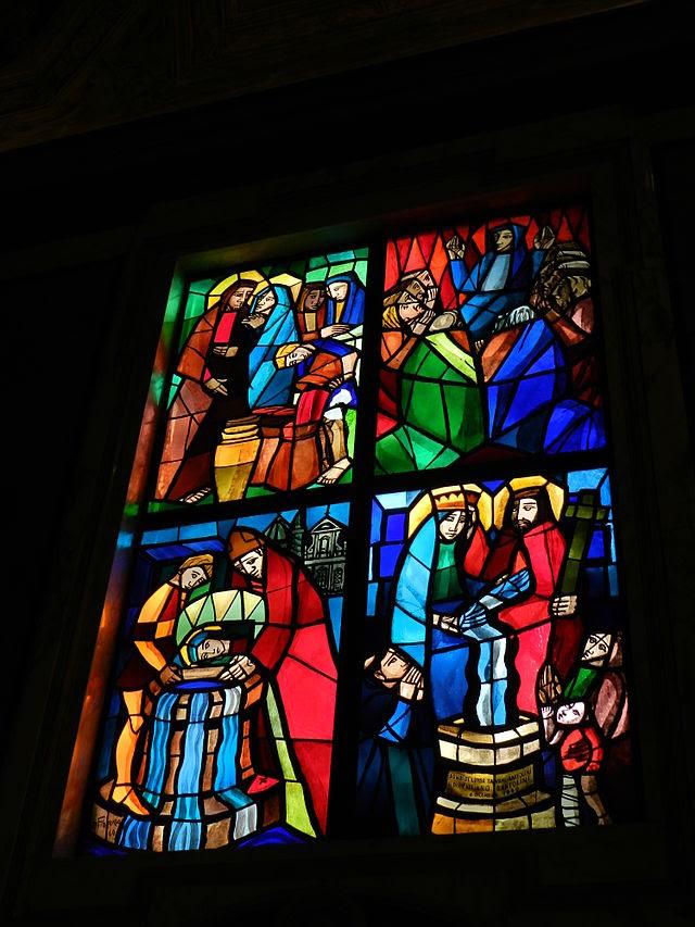Église Santa Maria in Via, vitraux de la chapelle au puits.JPG