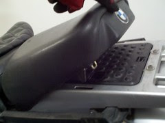 Remove rear seat on bmw r1150gs