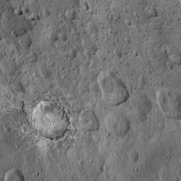 Cráter Haulani en Ceres  (NASA/JPL-Caltech/UCLA/MPS/DLR/IDA/PSI).