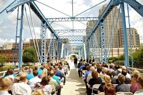 Grand Rapids wedding on Blue Bridge   NeriPhoto   Michigan