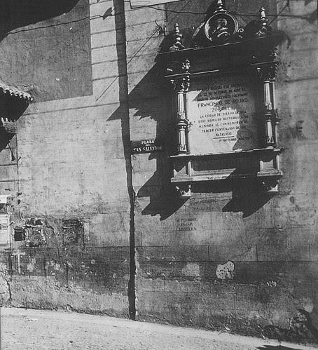 Placa a Rojas en la Iglesia de El Salvador a principios del siglo XX. Archivo Rodríguez