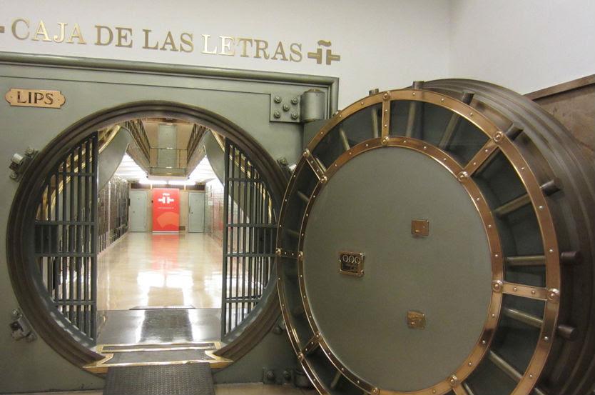 Caja de letras del Instituto Cervantes