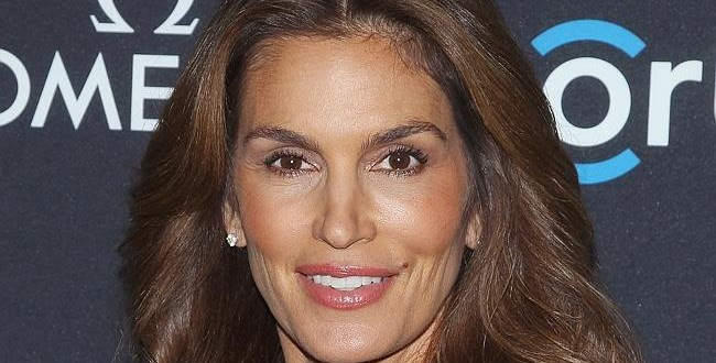 Cindy Crawford Supermodel Covers Elle Canada Opens Up About Leaked