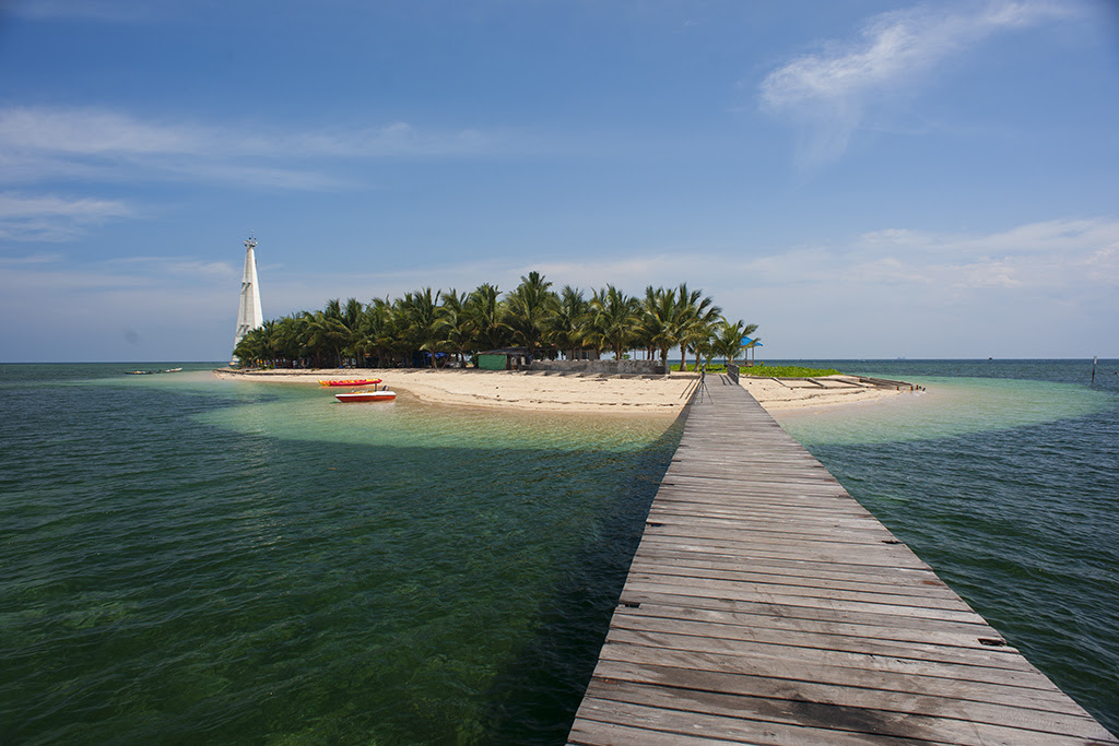 http://ksmtour.com/, Beras Basah island, is located in Bontang East Borneo hiding its beauty in the ocean. The island preserve the beauty of nature on the island, and the underwater.