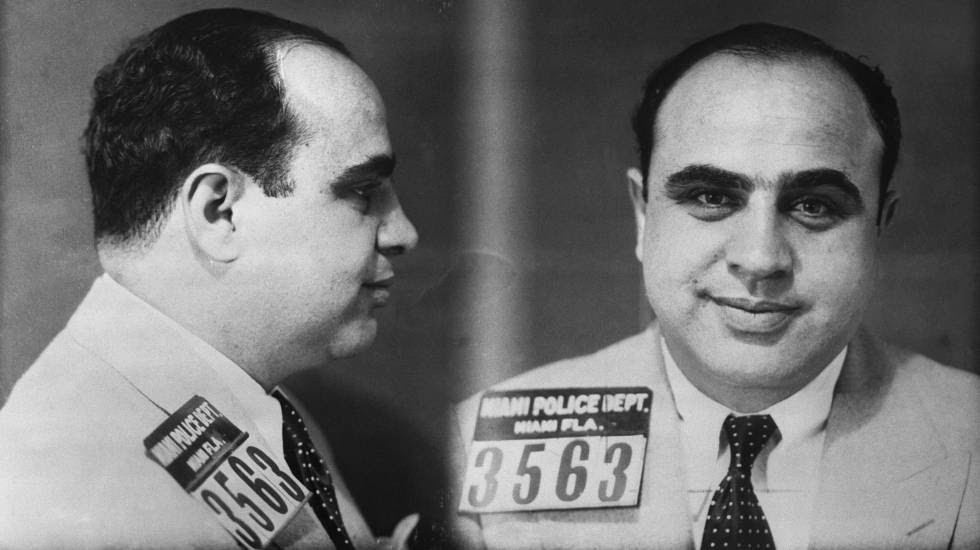 Ficha policial de Al Capone.