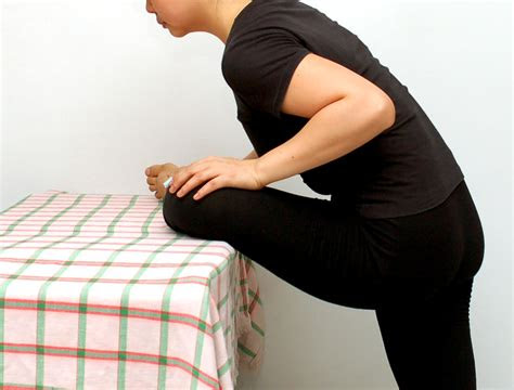 ways  gain flexibility   hips wikihow