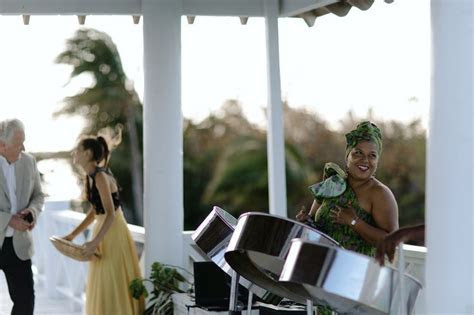 Isabel Seely and Gregory Buntain?s Bahamas Wedding   Great