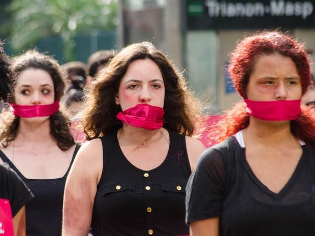 Manifestantes protestam pelo fim da violência contra as mulheres (Foto: Rogerio Cavalheiro/Futura Press/Estadão Conteúdo)