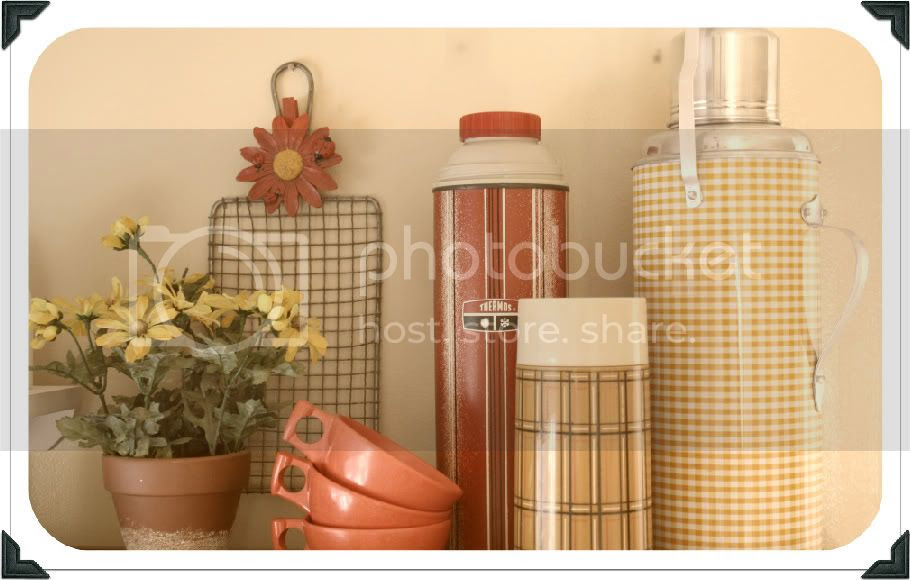 summer decor, daisies, vintage kitchen