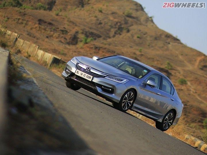 Honda Accord Vs Toyota Camry Hybrid Comparison Review Zigwheels