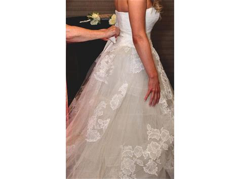 Vera Wang Helena, $2,800 Size: 8   Used Wedding Dresses