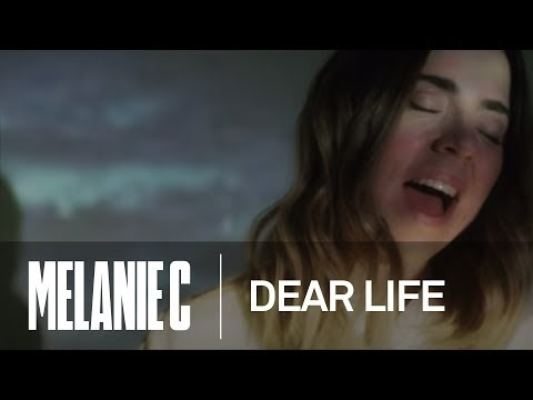 dear life, il nuovo video di melanie c