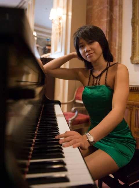 Yuja WANG  khatia BUNIATISHVILI  Lola ANASTAVOVA - (dés)habillées comme des putes pour jouer du piano classique ?