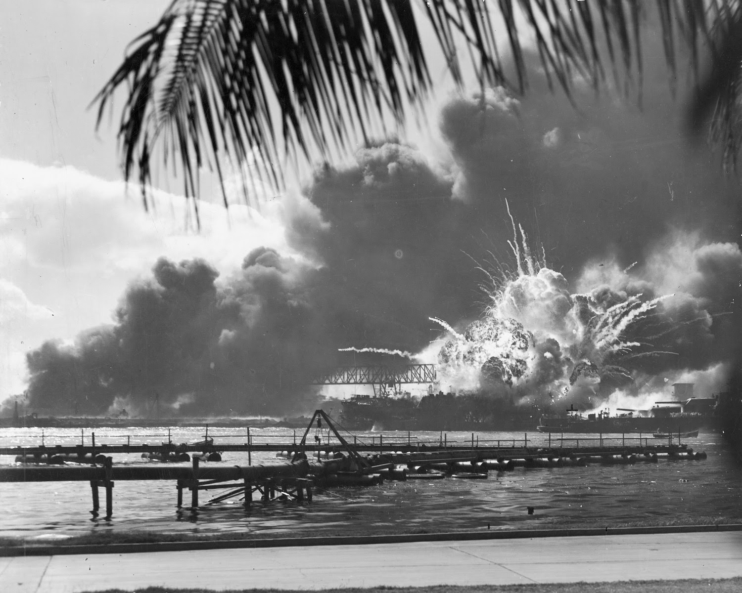 """The image """"http://www.archives.gov/publications/prologue/2004/winter/images/pearl-harbor.jpg"""" cannot be displayed, because it contains errors."""