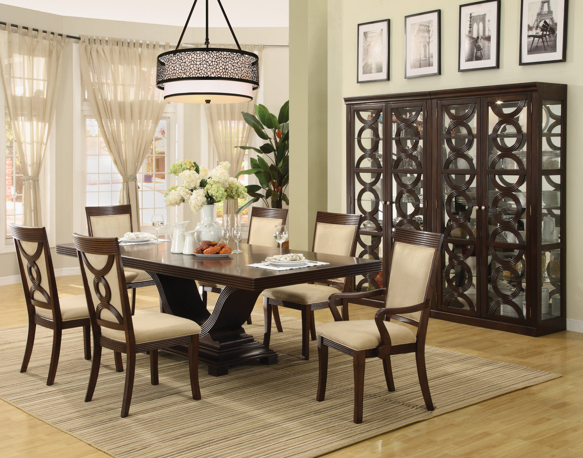 Small Round Dining Table Decorating Ideas from lh4.googleusercontent.com