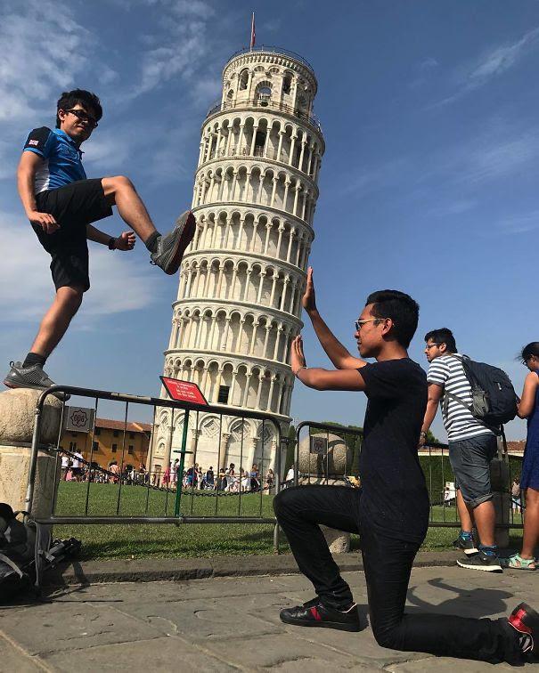 Ποζάροντας με τον Πύργο της Πίζας (18)