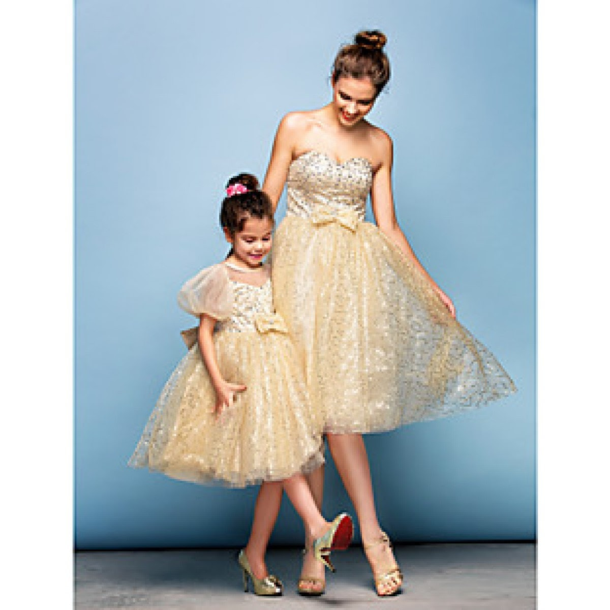 đầm mẹ và bé gái