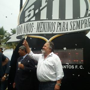 Luis Álvaro de Oliveira Ribeiro, presidente do Santos, não perdeu a chance de alfinetar os rivais