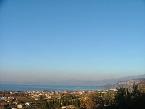 good morning garda lake! 23 jan 2011