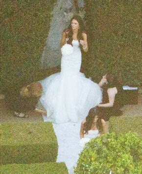 Kim Kardashian Wedding Dress Pictures Storm The Web