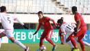 Indosport - Egy Maulana Vikri menggocek pemain Brunei.