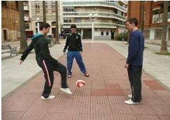 Imagen De Niños Jugando Futbol En El Barrio - El Poder Del Futbol Para Cambiar Los Barrios Madrilenos As Com