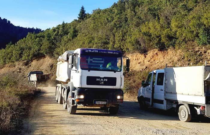 Άρτα: Ξεκίνησαν οι εργασίες ασφαλτόστρωσης οδικού δικτύου «Καστανιά-Τετράκωμο»