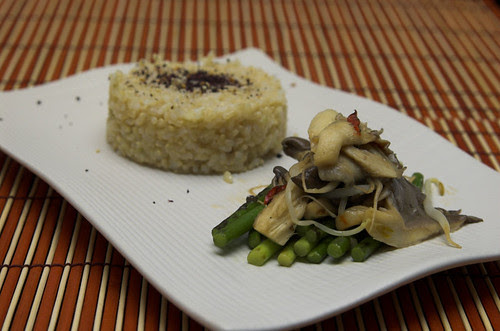 Garlic shoot and mushroom stir-fy
