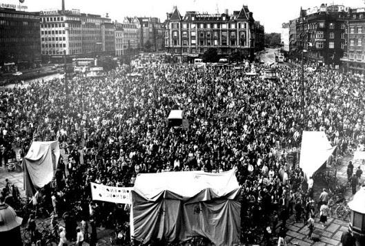 Μετά από μαζικές διαδηλώσεις το '70 και το '80 πιέστηκαν οι πολεοδόμοι και οι πολιτικοί, ώστε να επανασχεδιάσουν τις πόλεις προς όφελος των πεζών και των ποδηλατών