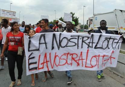 Immigrati in strada contro il lavoro irregolare