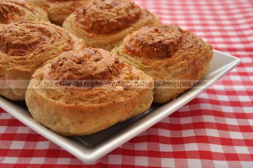Pãezinhos de queijo e cebola