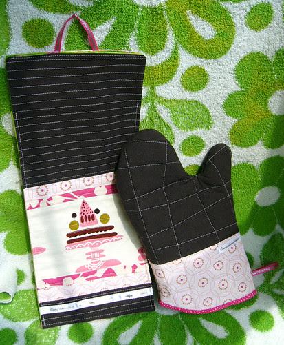 oven mitt and plastic bag dispenser