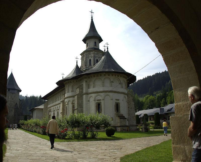 Праздник Успения в монастыре Путна