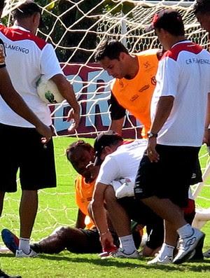 vagner love flamengo treino contusão (Foto: Richard Souza / Globoesporte.com)