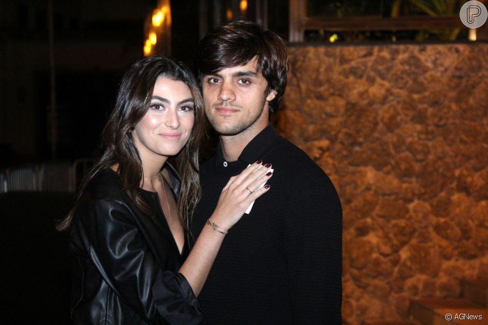 Felipe Simas e a mulher, Mariana Uhlmann, marcaram presença no aniversário de Marina Ruy Barbosa na noite deste sábado, 30 de junho de 2018, no Morro da Urca, no Rio de Janeiro