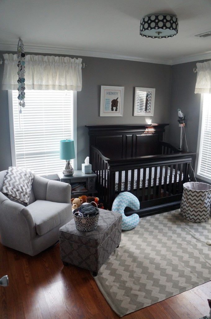 I love how clean and simple this room is, it would be a simple transition from baby to toddler to child to teen. A good design for the long run.
