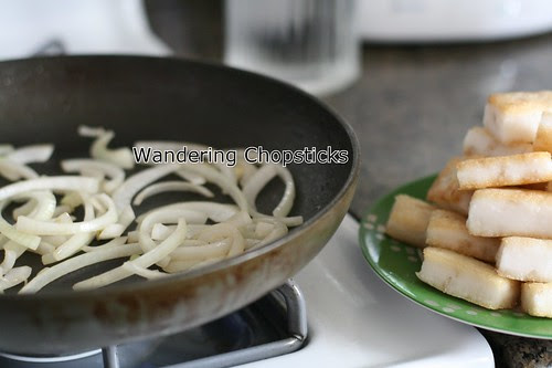 Banh Bot Khoai Mon Chien Xao Cai Xoan (Vietnamese Fried Taro Cake Stir-Fried with Kale) 10
