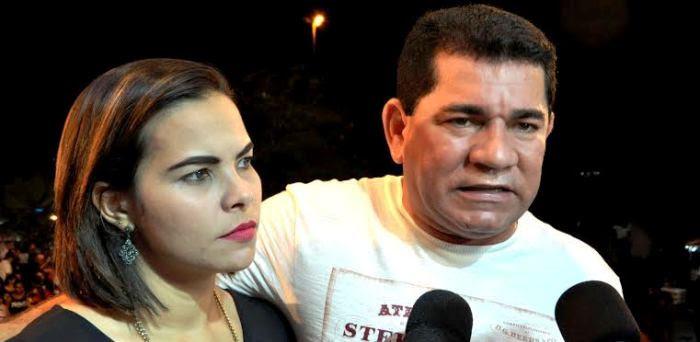 A secretária e o prefeito Alan Linhares