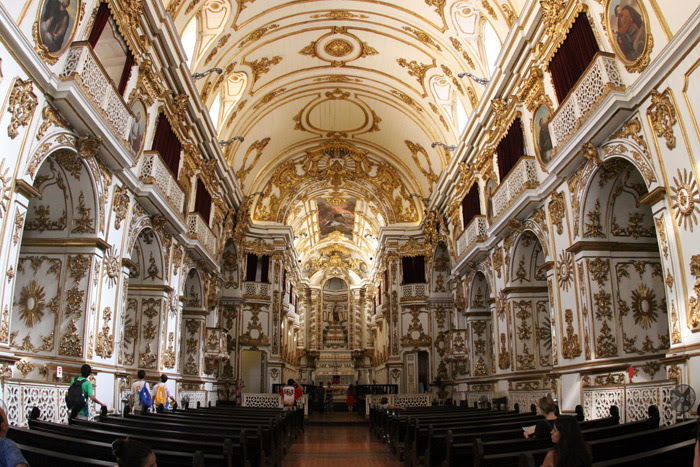 O interior da Catedral, palco de uma coroação e um casamento real