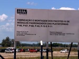 Resultado de imagem para Empresa no Brasil ameaça demitir mil operários sem pagar novembro 2014 A Iesa, pertencente ao grupo Inepar, construiu uma unidade no município para montar módulos de plataformas de petróleo