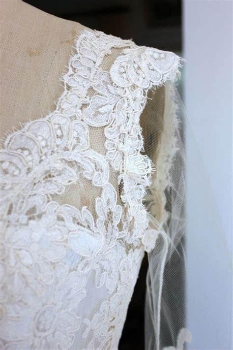 An in depth look at adding #lace trim to a #wedding #gown