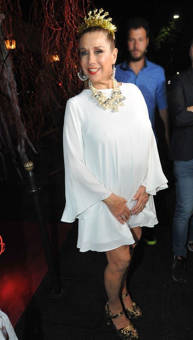 Marcela Tinayre se vistió con coronita para el día de su cumpleaños