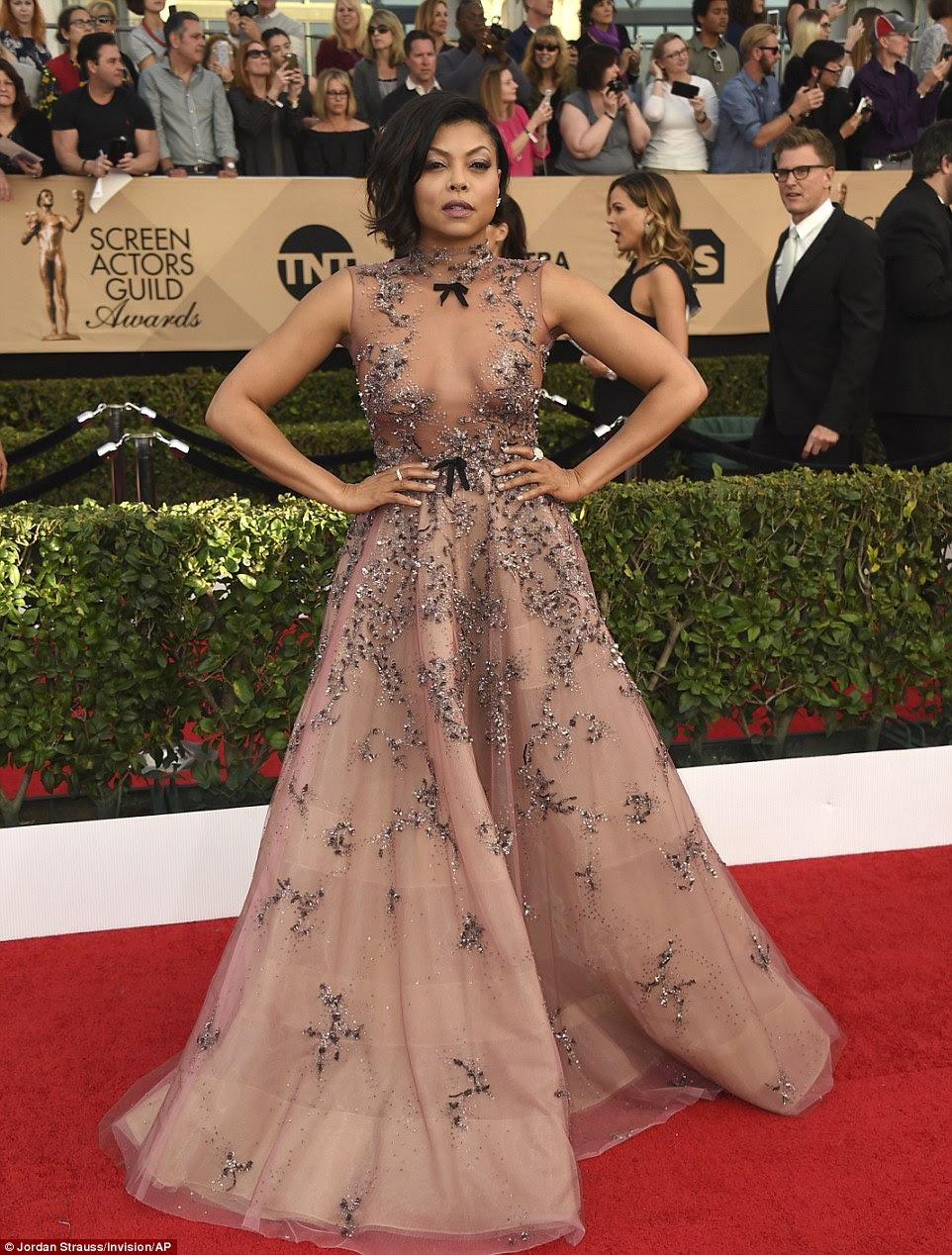 Strike a pose: Império estrela Taraji P. Henson brilhou em um ballgown com corpete escarpado