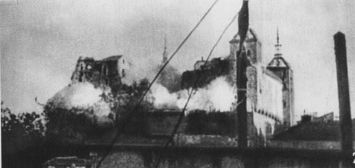 Hacen explosión las minas republicanas cavadas bajo el Alcázar.18 de Agosto de 1936
