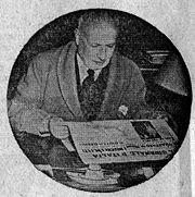 """Giuseppe Belluzzo fotografato nel 1950 mentre legge la prima pagina de """"Il Giornale d'Italia"""""""